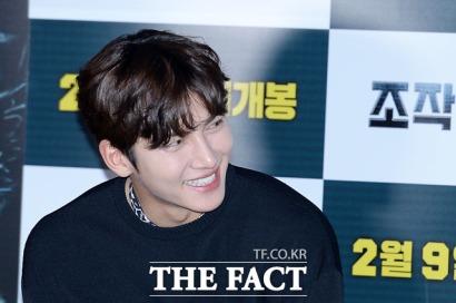 [더팩트ㅣ남용희 기자] 배우 지창욱이 31일 오후 서울 성동구 왕십리 CGV에서 열린 영화 '조작된 도시' 언론시사회에 참석해 포즈를 취하고 있다.