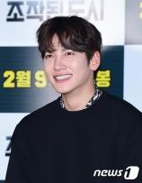 배우 지창욱이 31일 오후 서울 왕십리CGV에서 열린 영화 '조작된 도시'(감독 박광현) 언론 시사회에 참석해 미소를 짓고 있다.